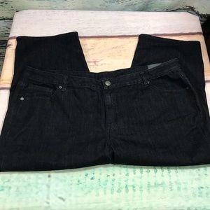 Venezia Black Crop Capris, Size 24, inseam 22